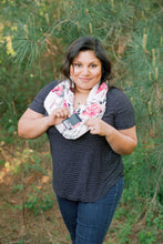 Load image into Gallery viewer, Debbie Infinity Scarf With Pocket