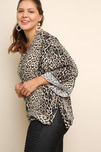Load image into Gallery viewer, Jaguar print cuffed 3/4 sleeve top - crespo-cynergy