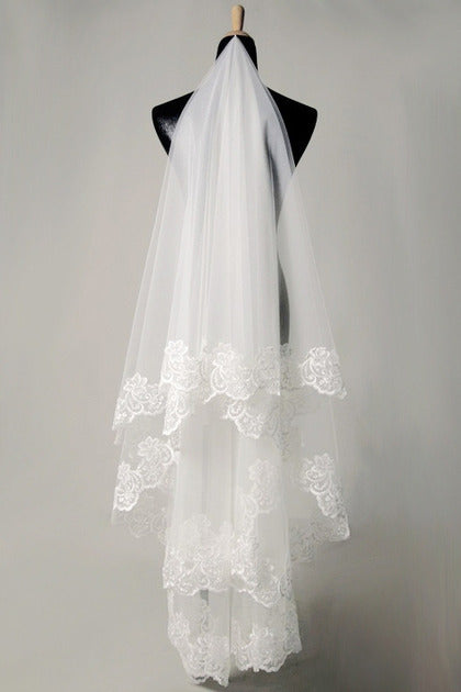 Long White Petticoat & Ivory/White Gloves & 1.5 Meter Ivory/White Lace Wedding Veil