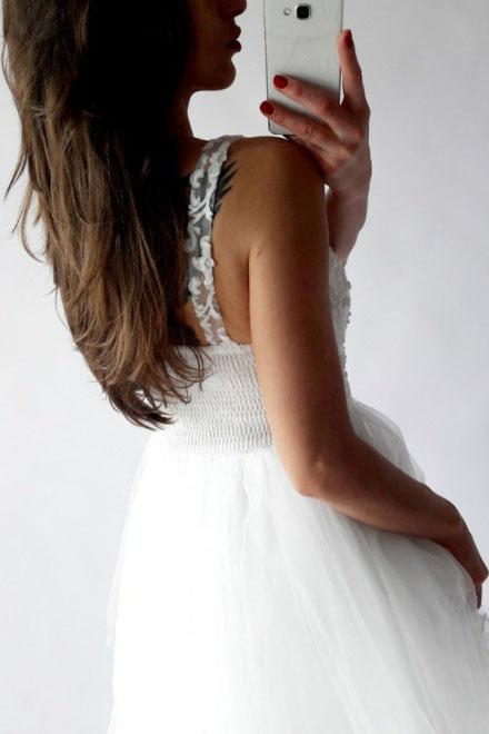 A-Line V-Neck Short Prom Dress White Tulle Lace Beads Homecoming Dress with Appliques WK717