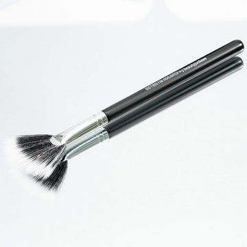 Duo Fiber Fan Highlighter Makeup Brush