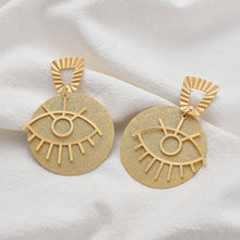 Load image into Gallery viewer, Oro ojo earrings