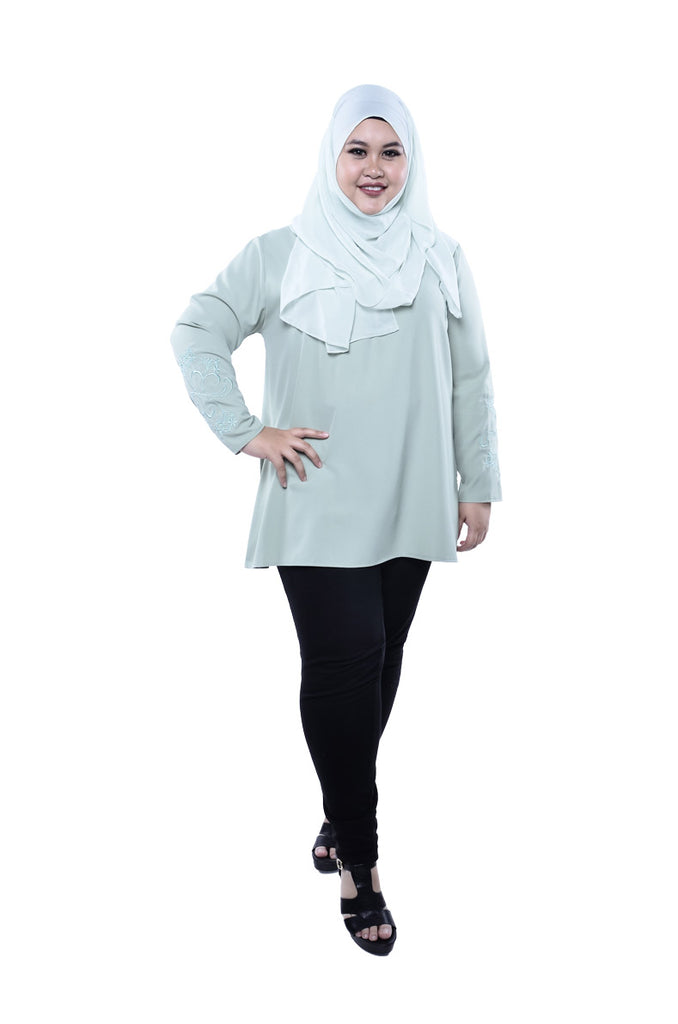 EMROIDERED SLEEVE TOP