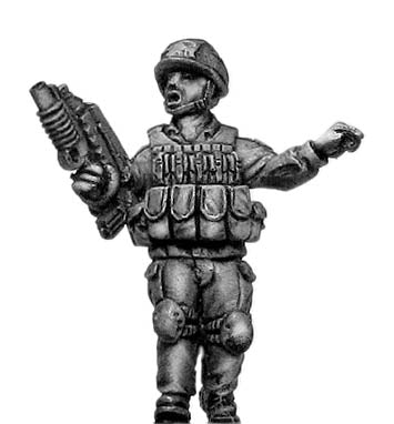 French Foreign Legionnaire in helmet with FAMAS/M203 (28mm)