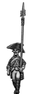 Russian Musketeer NCO, coat with lapels and collar, halberd, marching (28mm)