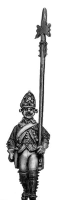 Russian Fusilier NCO, coat with lapels and collar, halberd, marching (28mm)