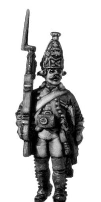 Russian Grenadier NCO, coat with lapels and collar, musket, marching (28mm)