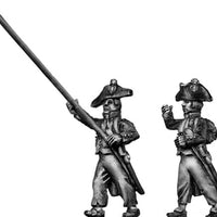 French standard bearer, bicorne, ragged campaign uniform, march (28mm)