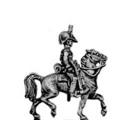 Dragoon, cocked hat, sword sheathed (18mm)