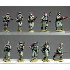 Greatcoat infantry advancing (20mm)