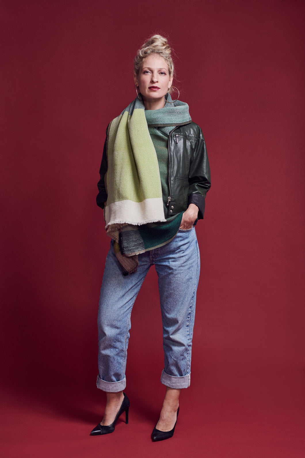 Multi-functional and trendy Daria Cape Amazon - A Classic green Scarf for winter