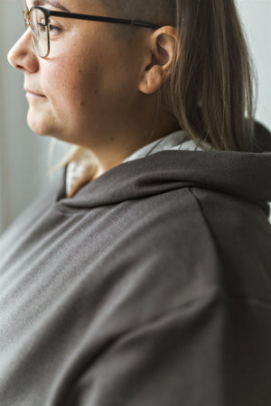 Mom Hoodie in Charcoal