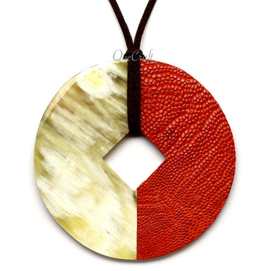 Horn & Leather Pendant #12490 - HORN.JEWELRY by QueCraft