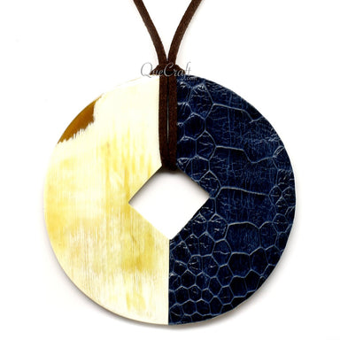 Horn & Leather Pendant #12496 - HORN.JEWELRY by QueCraft
