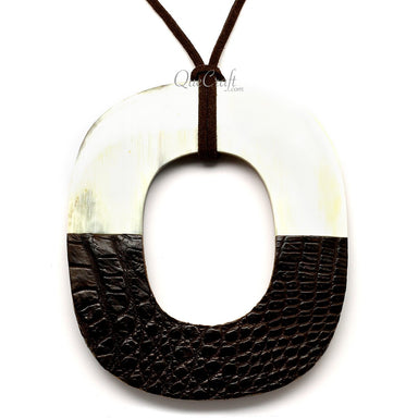 Horn & Leather Pendant #12502 - HORN.JEWELRY by QueCraft