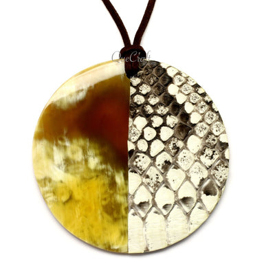 Horn & Leather Pendant #12511 - HORN.JEWELRY by QueCraft