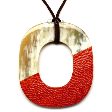 Horn & Leather Pendant #12525 - HORN.JEWELRY by QueCraft