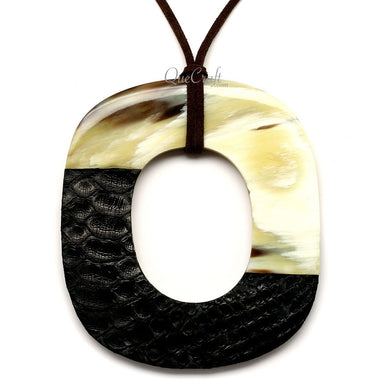 Horn & Leather Pendant #12527 - HORN.JEWELRY by QueCraft