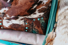 Load image into Gallery viewer, Tri-Color Speckled Dark Turquoise Feathers Patsy
