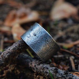 textured ringband