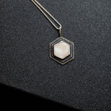 Load image into Gallery viewer, mother of pearl pendant