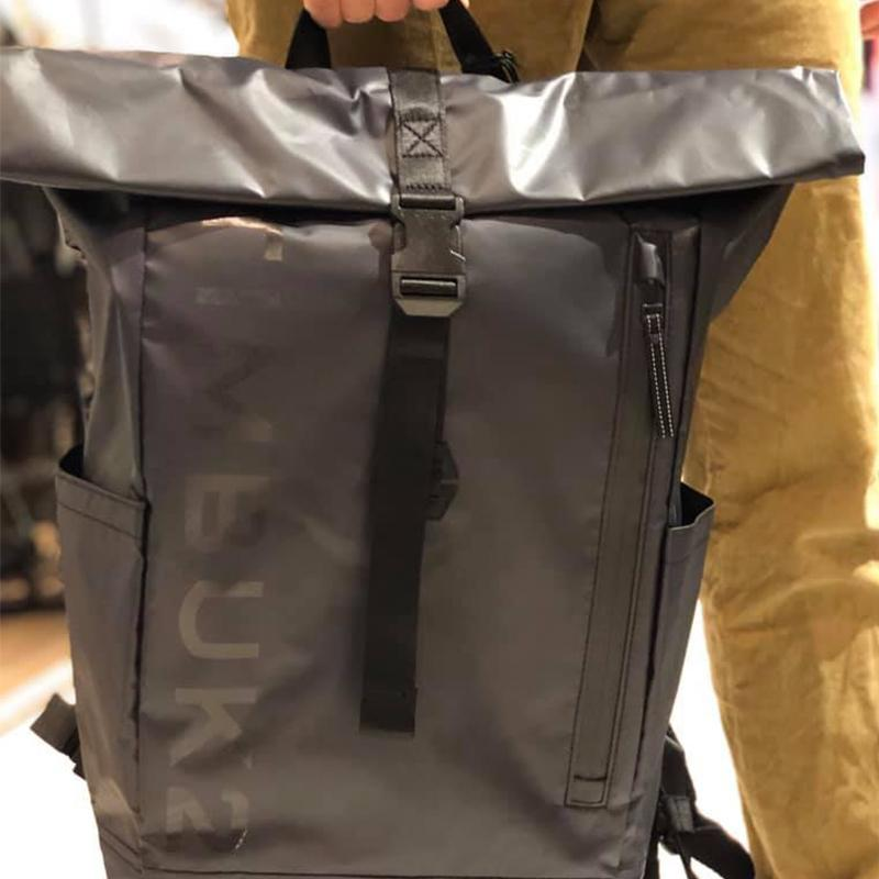 ETCHED TUCK BACKPACK 20L 防雨捲式電腦背包 - 黑色