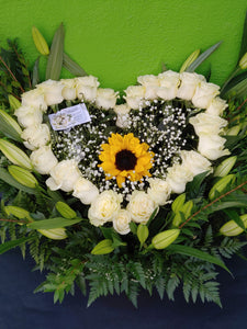 V6 - Stunning White Rose Heart