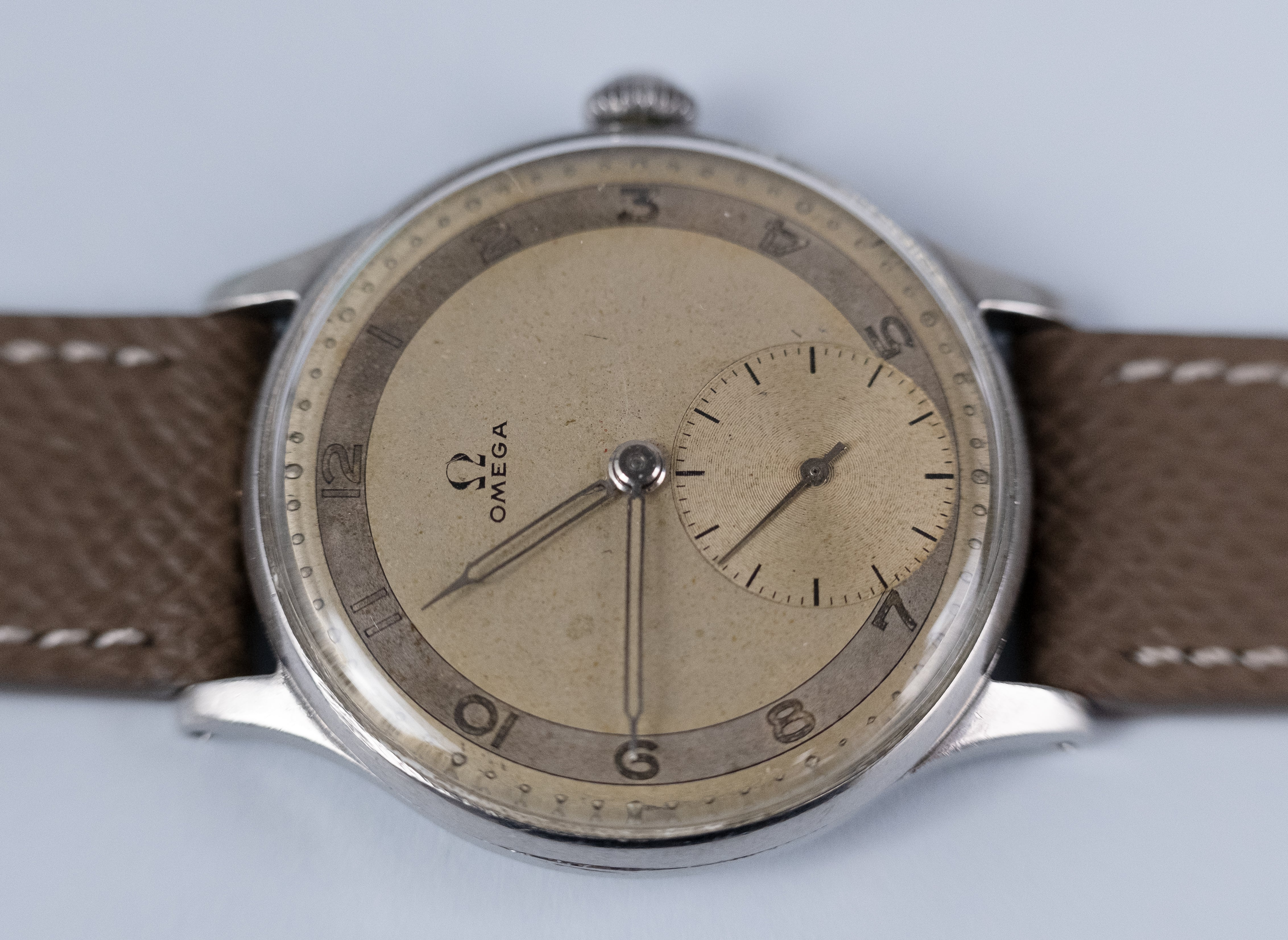 OMEGA 30.T2 Two-Tone dial ref 2317/15 (1946)