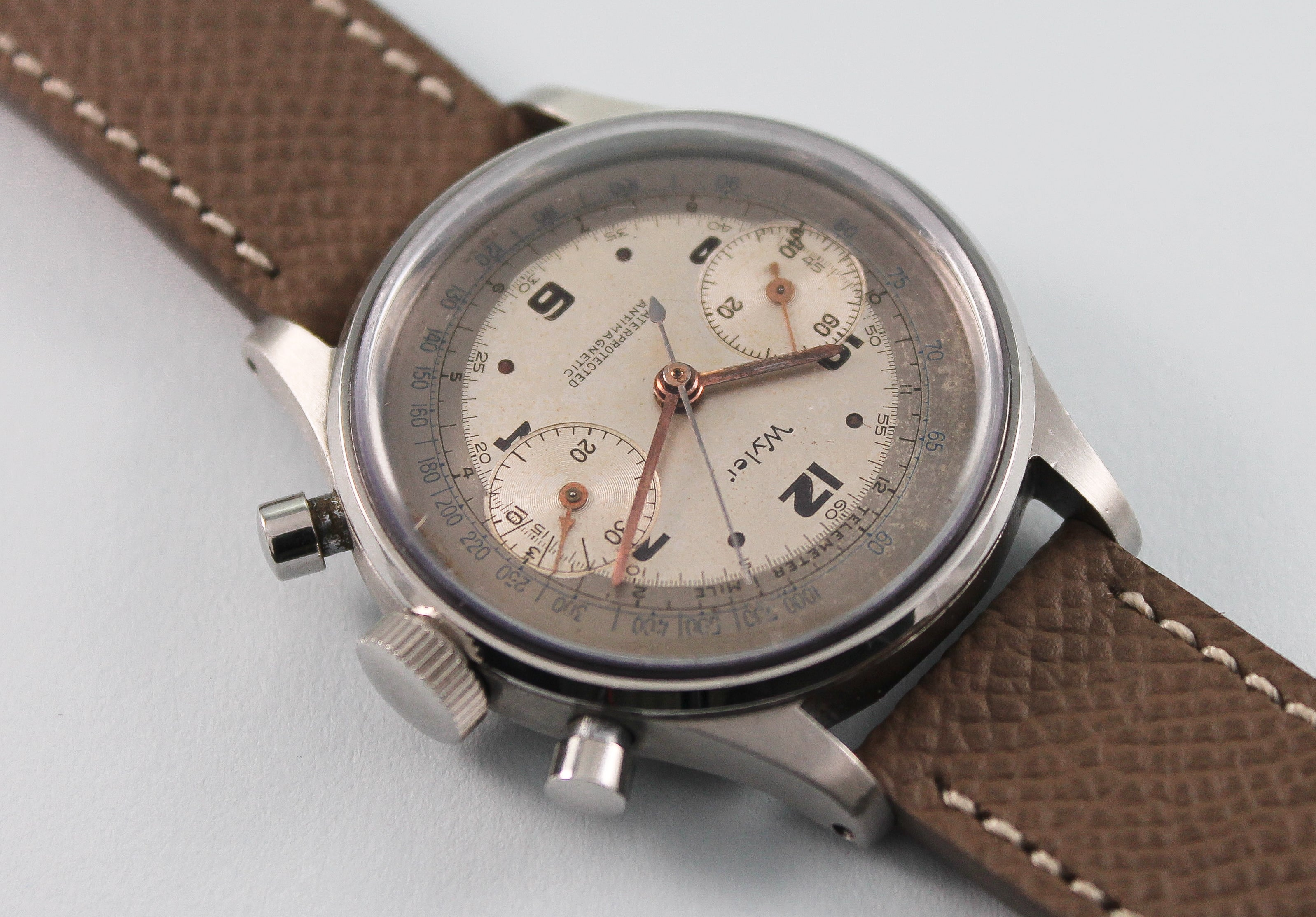 "WYLER ""Clamshell"" Chronograph (c. 1948)"
