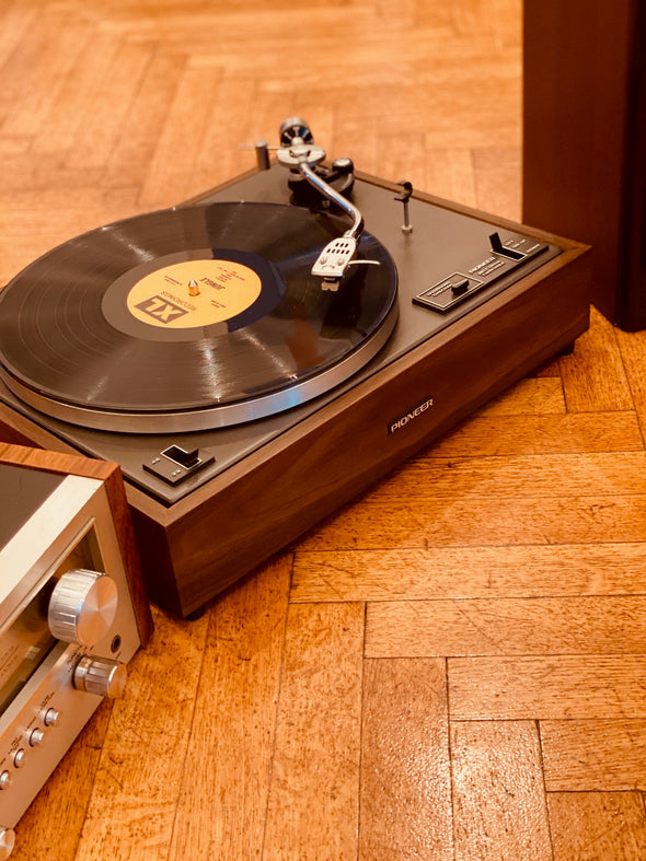 Vinyl Player (with Amp and Speakers) - complete audio system