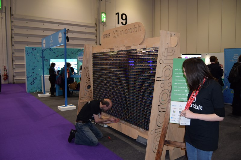 Building the 1,000 BBC micro:bit Display
