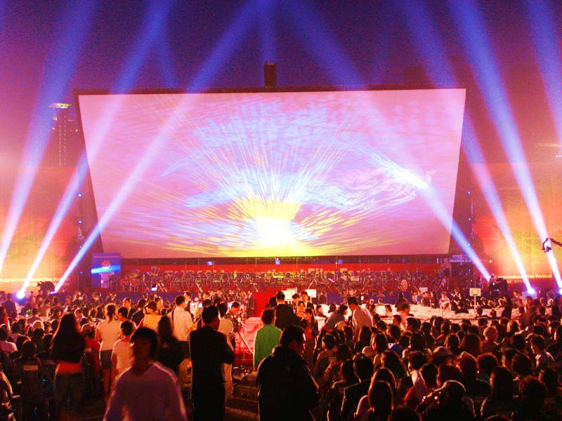 Outdoor Movies in the United Arab Emirates Presented by Cinerent