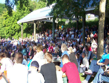 Crowd gather for one of the free community events in Kitsap Peninsula. Photo credit: Port Orchard Chamber