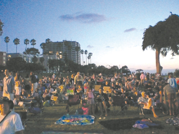 Hundreds of community members from La Jolla attend Movies by the Sea. Photo credit: La Jolla Light.