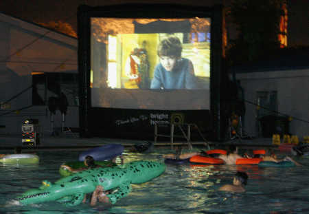 Dive-in Outdoor Movies in Largo, Florida