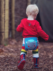 More cute and fun leggings from Blade and Rose, with multicoloured stripes to legs and with a fluffy grey sheep on the bottom and to the front of legs.  These leggings are stretchy and no seams so little ones can be comfortable when playing. The bottom will stretch and so make a comfortable nappy fit.   Also available in matching top and socks.  Compositon : 75% Cotton/ 20% Nylon/ 5% Elastic  Care: Please wash inside out on cold or warm cycle and dry flat away from direct heat. Blade and Rose state that 'th