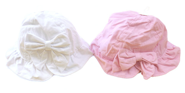 Fully lined cloche hat with frilled edge, bow and velcro chin strap.  100% cotton