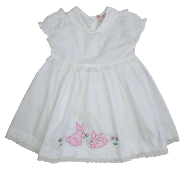 White cotton short sleeved cotton dress with bunny rabbit motif to front skirt.   Peter pan collar, with button fastenings to back.  Would make a lovely gift or why not buy for your own little one?  100% cotton, machine washable.  Now only available in size 2-3 years.