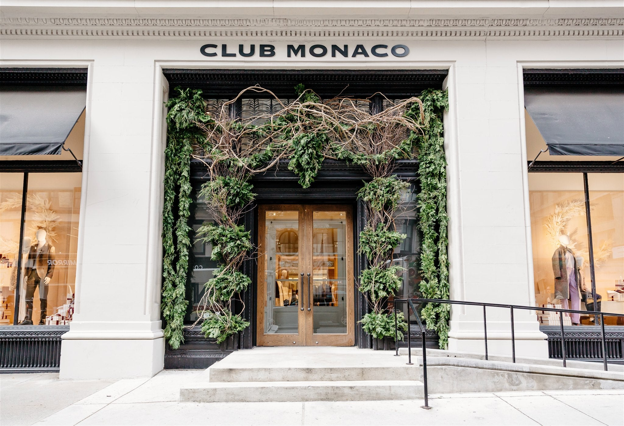 Evergreen exterior treatment for Holiday at Club Monaco 5th Avenue Flagship - Delaine Dacko - Brave Floral