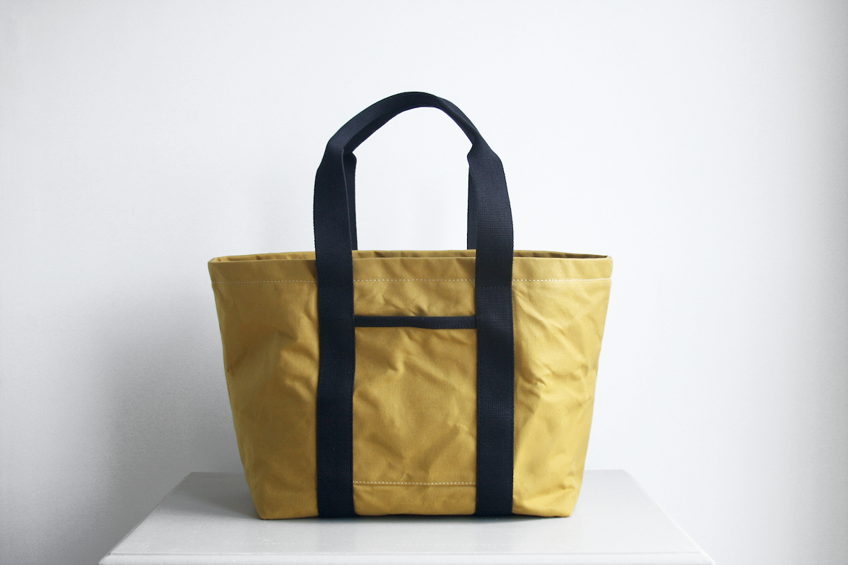 The Hank tote bag in cumin with black straps by Baxley