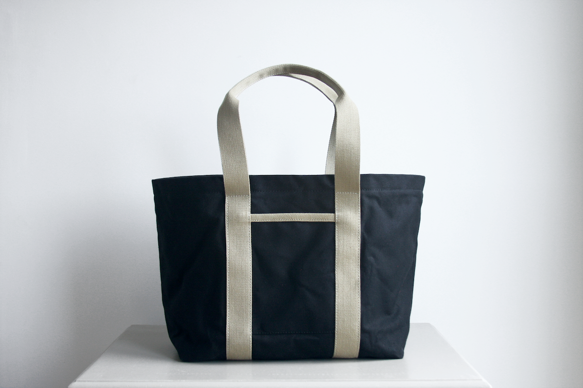 The Hank tote bag in black with beige straps by Baxley