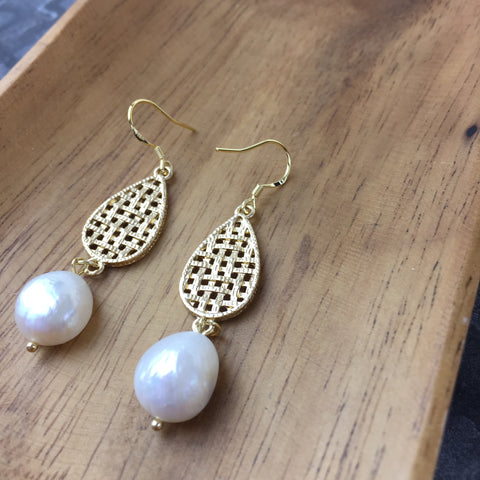 Woven Pearl Earrings - Twist Earring