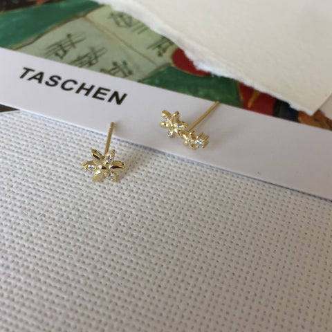Dainty Daisy Earrings