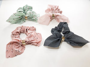Short scarf scrunchie with metal bands
