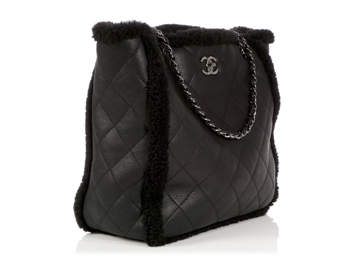 b0e7ea6d701f45 Chanel Black Cozy CC Shearling and Lambskin Tote