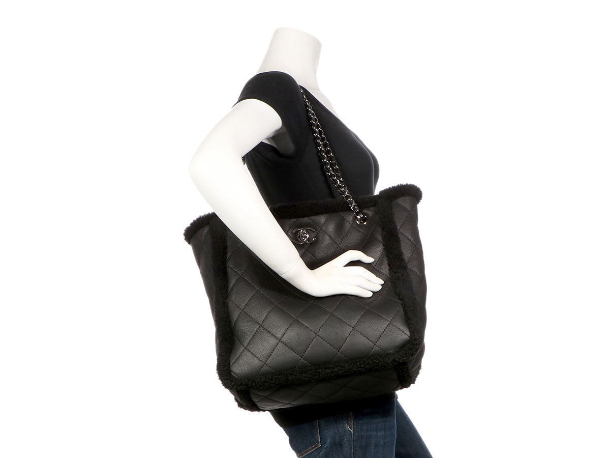 b66e52c26b2be2 Chanel Black Cozy CC Shearling and Lambskin Tote