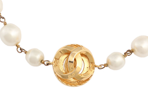 Chanel Vintage Long Pearl Necklace