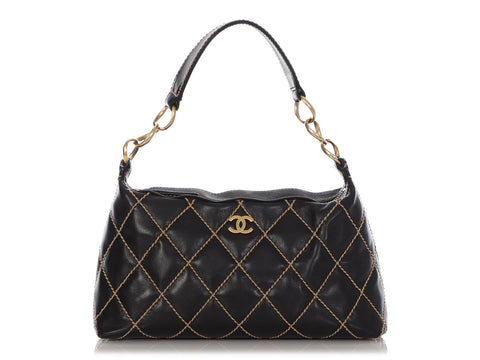 Chanel Black Diamond-Stitched Calfskin Shoulder Bag