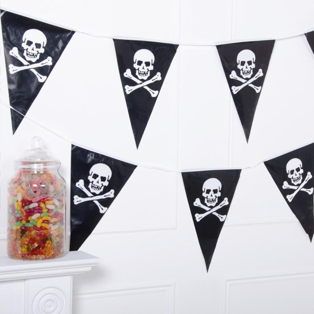 Skull and Crossbone Party Flag Bunting