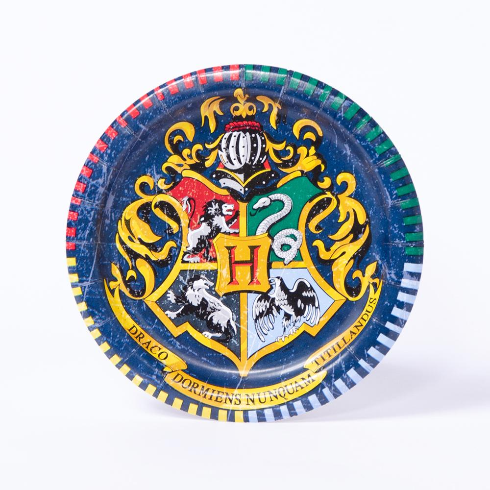 A round Harry Potter-themed party plate featuring the Hogwarts coat-of-arms